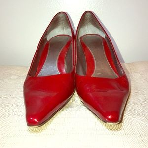 Women's Bandolino Bright Glossy Red Shoes, Size 7M